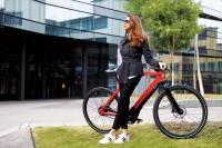 Vorschau: PININFARINA Evoluzione Sportiva E-Bike Carbon NuVinci Riemenantrieb rot
